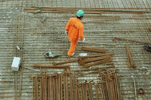 Lone worker performing dynamic risk assessment